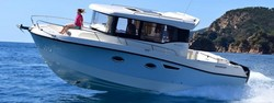 Quicksilver-Captur-905-Pilothouse-6.jpg