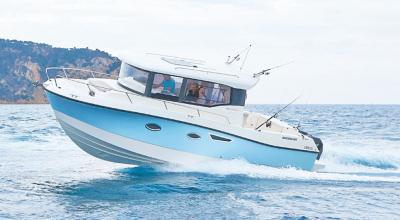 Quicksilver-Captur-905-Pilothouse-3.jpg
